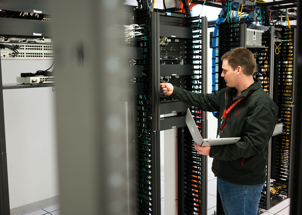 NOC Engineer Running Network Diagnostics